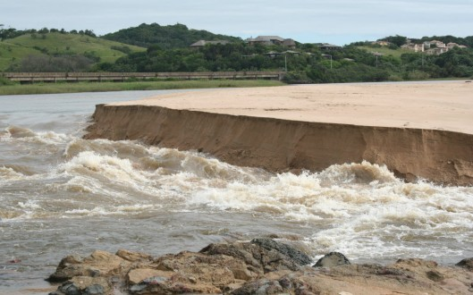 Mtwalume river breaking through to the ocean1