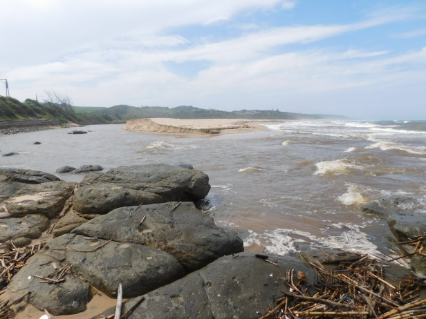 mtwalume-river-flowing-into-the-ocean